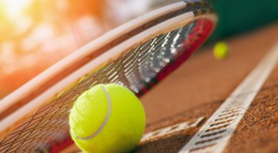 Tennisball auf Tennisplatz