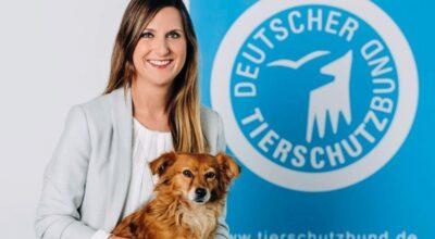 Lea Schmitz, Pressesprecherin des Deutschen Tierschutzbundes mit Hündin Fine